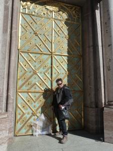 neke-gold guilded door